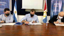El Gobierno de Santa Fe, a través del Ministerio de Desarrollo Social, firmó cuatro convenios con el Movimiento Los Sin Techo que implican una inversión total de 2.452.000 pesos por parte del estado santafesino.