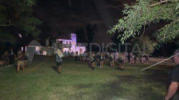 Foto ilustrativa: El evento clandestino se desarrollaba en Servando Bayo al 10.000, jurisdicción de barrio Liceo Norte, cuando la policía se hizo presente tras un aviso del 911 por detonaciones de arma de fuego y disturbios.