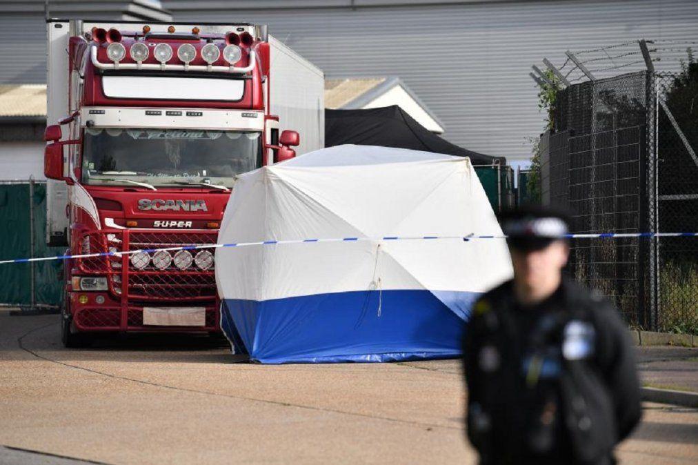 Condenas de hasta 27 años a los responsables de matar dentro de un camión a 39 migrantes en Londres.