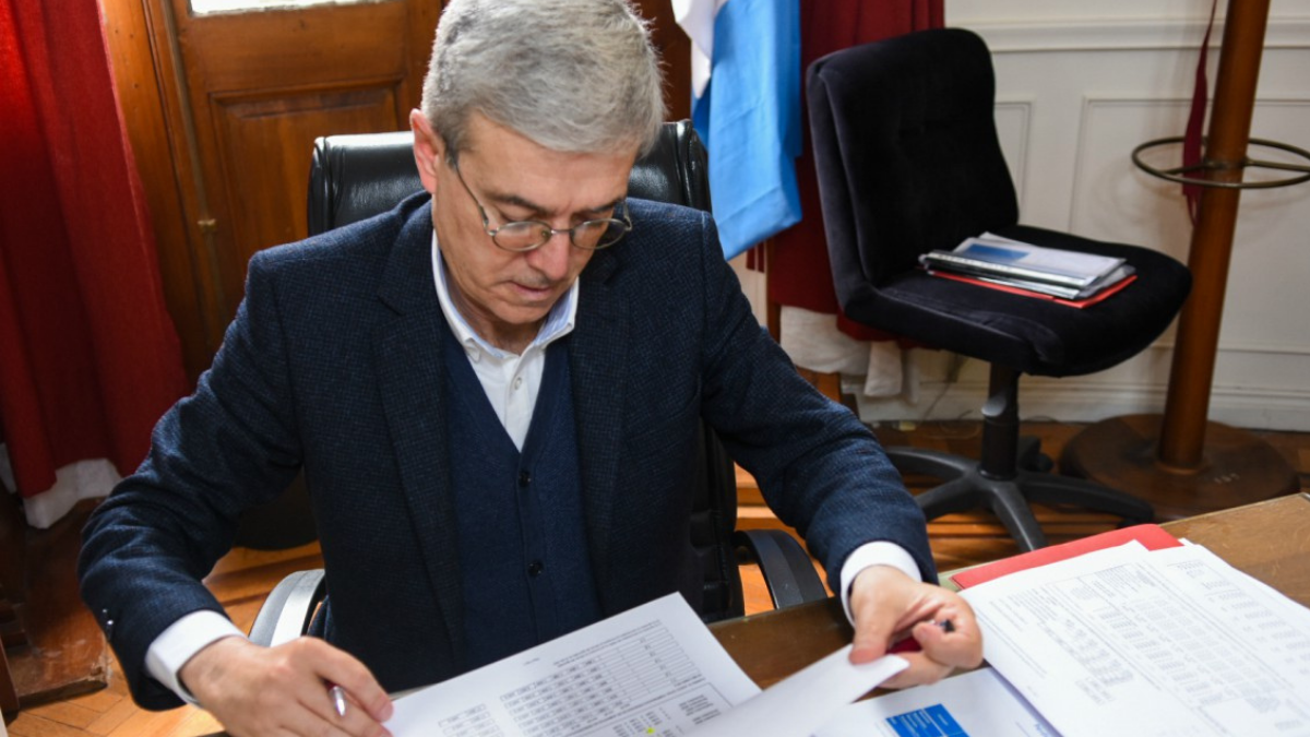 El ministro de Economía dio detalles del plan Santa Fe de pie