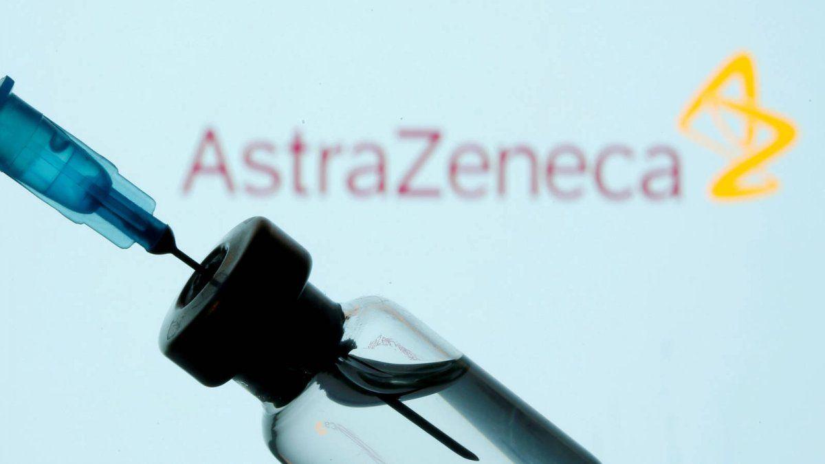 La directora de la OMC pidió que se donen dosis de la vacuna creada por Oxford y AstraZeneca.