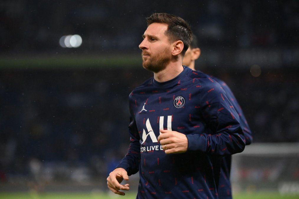 Lionel Messi sufrió una lesión ósea en su rodilla izquierda y está en duda para jugar los próximos partidos con el Paris Saint-Germain.