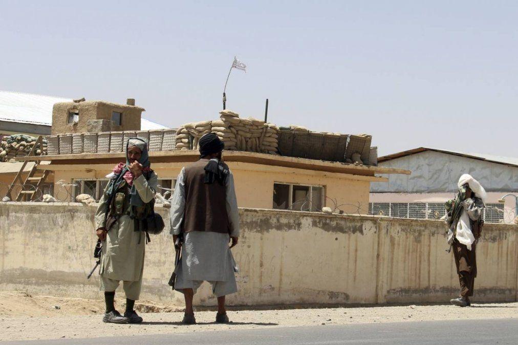 El portavoz de los talibán Zabihulá Muyahid, y recordó el fallecimiento de diez civiles, entre ellos siete niños, en un bombardeo estadounidense durante el proceso de evacuación en el aeropuerto de Kabul, la capital afgana.