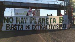 """En diálogo con el móvil de Aire de Santa Fe, las manifestantes explicaron que """"esta jornada tiene que ver con la agenda socioambientalista que estamos impulsando"""" y resaltaron que """"hay que discutir un modelo productivo soberano y basado en la necesidad del pueblo argentino""""."""