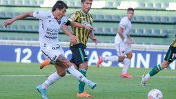 Con un gol y dos asistencias del Pulga Rodríguez, Colón derrotó 3-0 a Banfield y quedó como líder de la Zona A de la Copa de la Liga. Alexis Castro y Nicolás Leguizamón marcaron los otros goles.