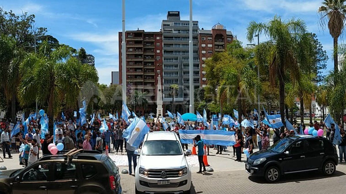 Familiares autoconvocados se manifestaron en contra del proyecto de Ley de ESI que fue aprobado el mes pasado en Diputados.