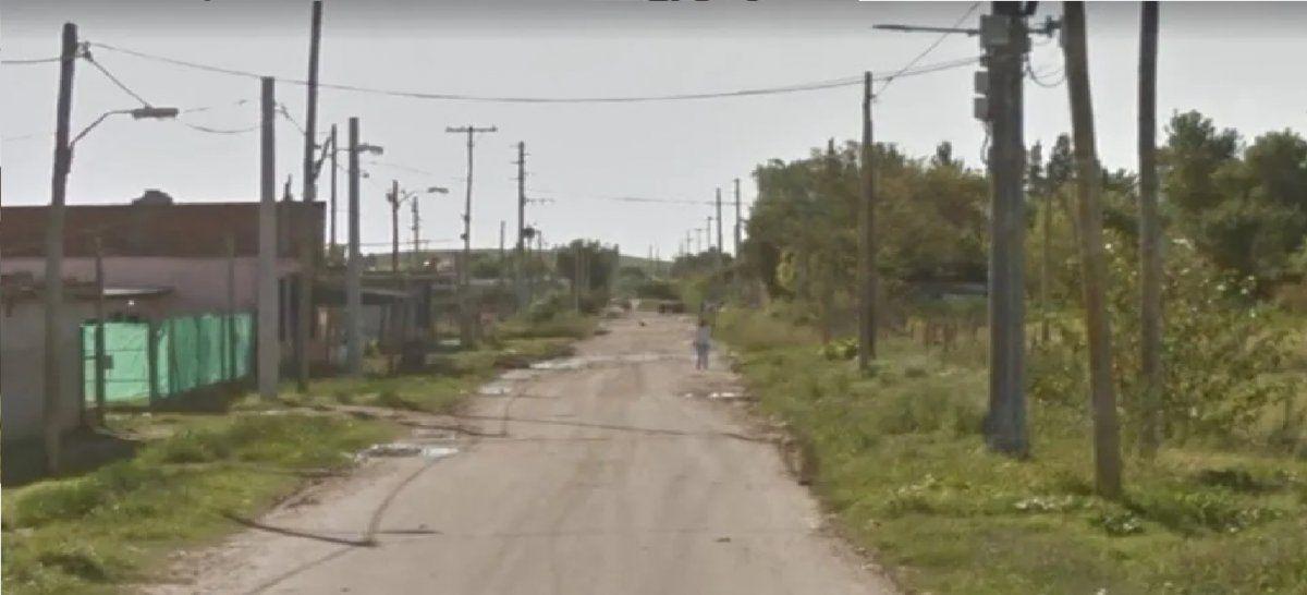 Cortaba el pasto frente a su casa en Virrey del Pino y encontró una bolsa con huesos humanos