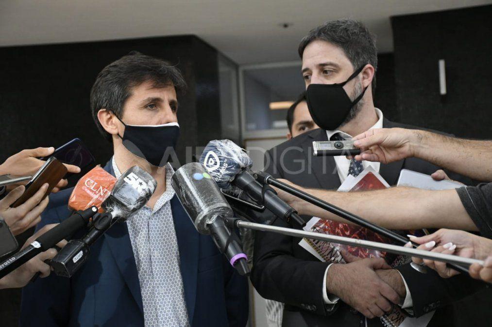Los fiscales Luis Schiappa Pietra y Matías Edery dieron una conferencia este viernes en el Centro de Justicia penal de Rosario.