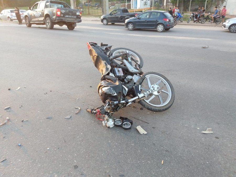 Fuerte accidente en la ruta 1: un joven motociclista se encuentra grave