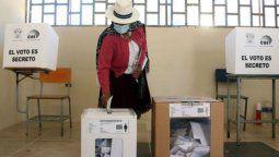 altText(Ecuador elige presidente en cerrado duelo entre el correísmo y la derecha)}