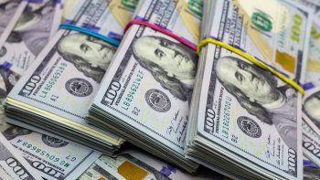 El dólar blue sigue rompiendo récords: trepó a $184,50 y la brecha superó el 90%