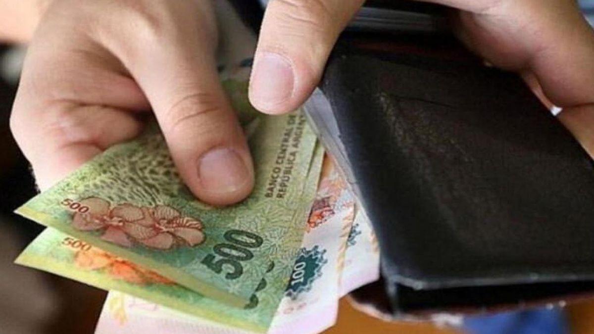 El salario mínimo subió a $31.104 para los empleados mensualizados.
