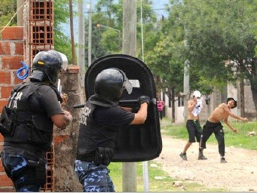 Rafaela: vecinos atacaron e hirieron a tres policías