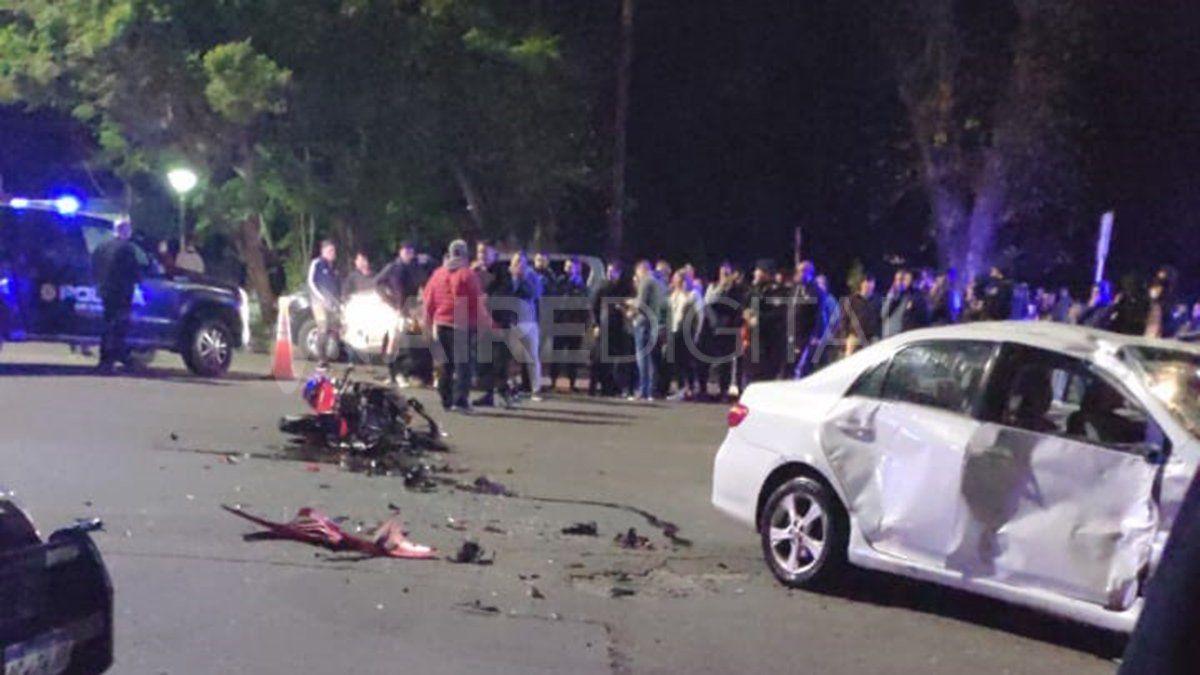 Un accidente fatal ocurrió este domingo en la Costanera que le costó la vida a un joven que viajaba en moto.