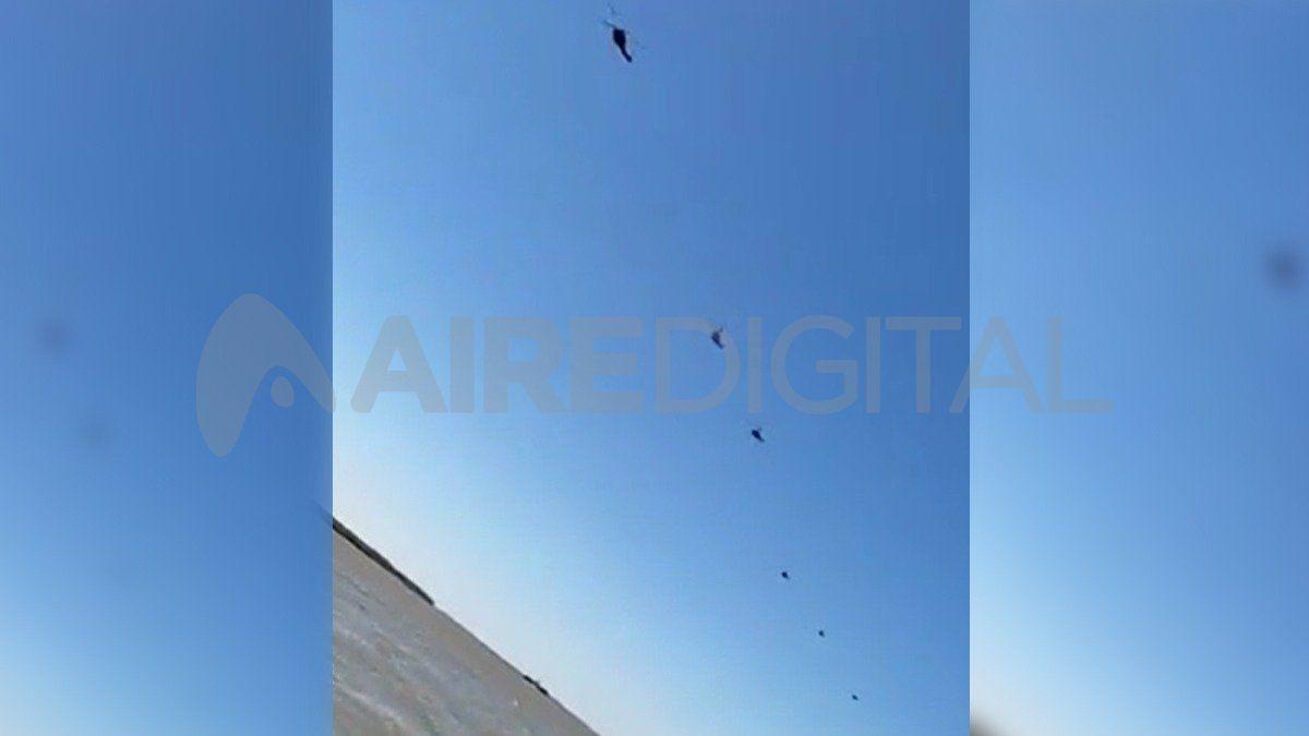 Las aeronaves sobrevolaron la costanera rosarina este mediodía y generaron intriga entre la gente.
