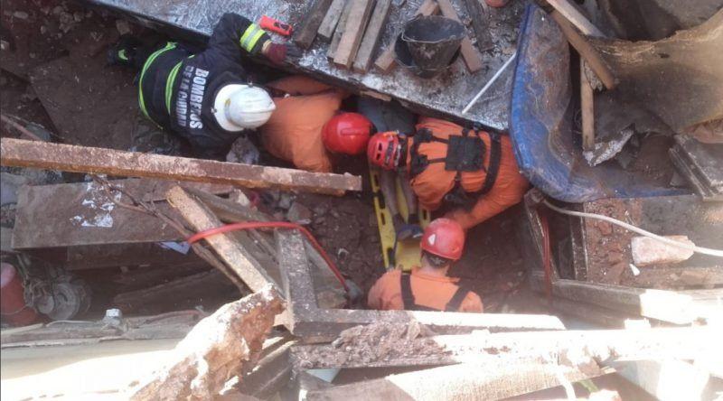 Se derrumbó una panadería en Mataderos y un empleado tuvo que ser rescatado de entre los escombros
