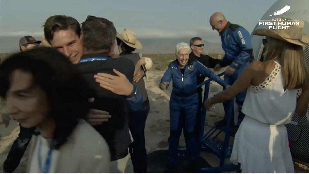 Sale Jeff Bezos y el resto de la tripulación de la cápsula.