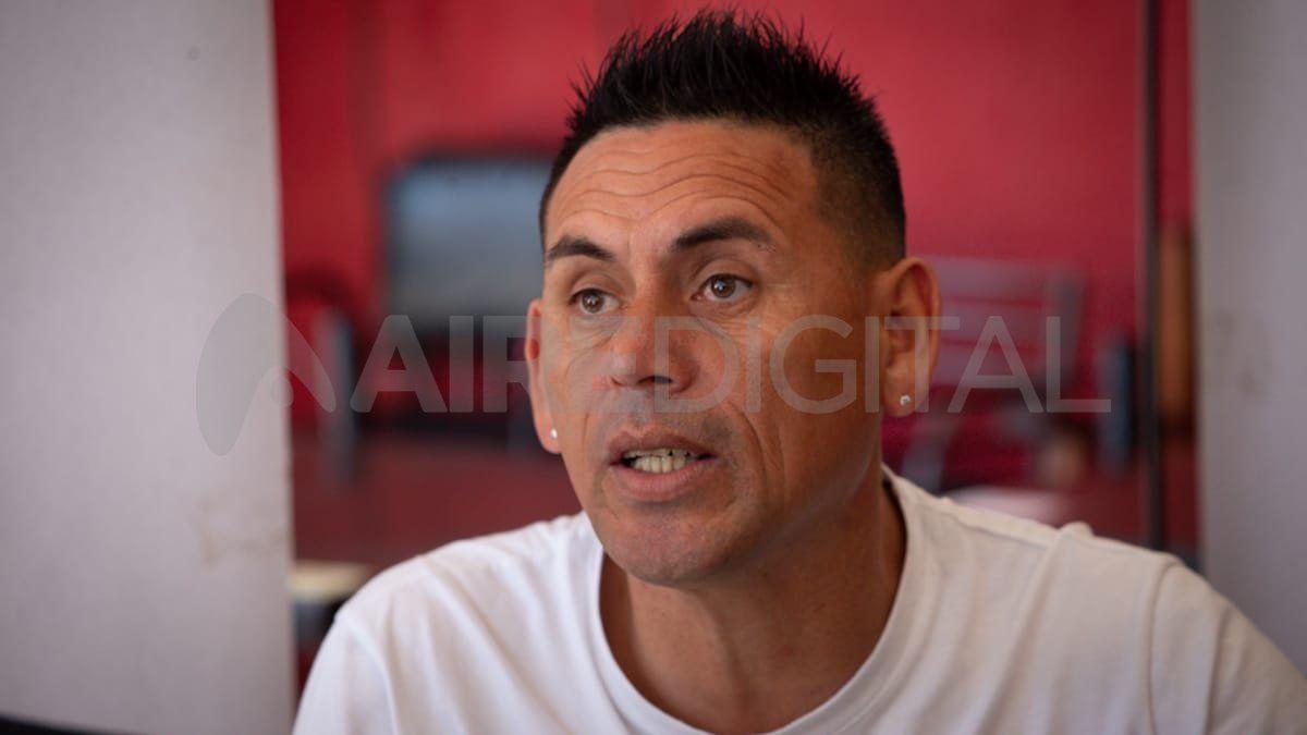 El cantante Juanjo Piedrabuena habló con AIRE luego del positivo resultado en las Paso 2021 y contó detalles de su vida.