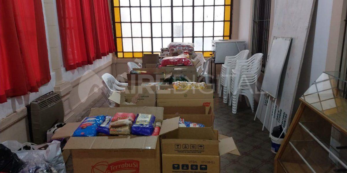 La colecta de Cáritas comenzó a principios de mayo y ya juntaron más de 1.000 kilos de alimentos.