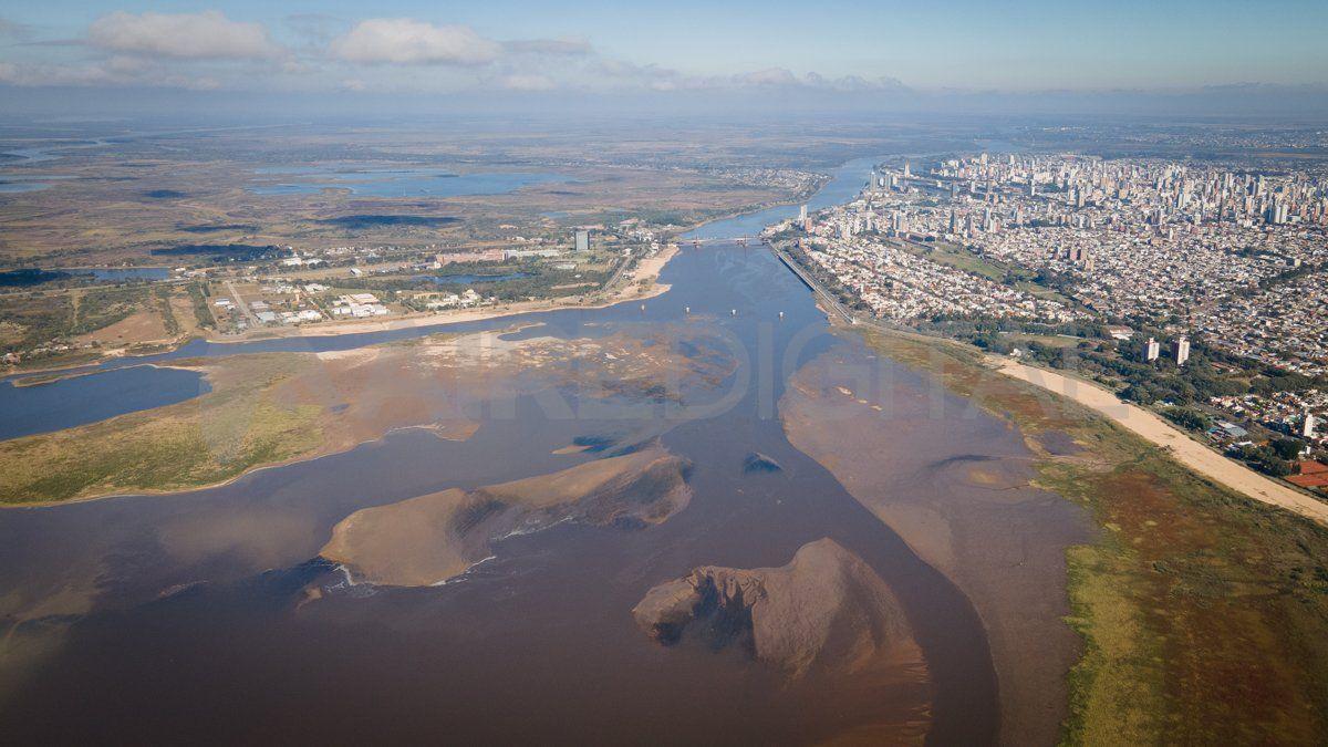 La vista aérea de la laguna Setúbal revela la escasa profundidad actual