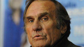 Carlos Reutemann continúa estable y salió de terapia intensiva