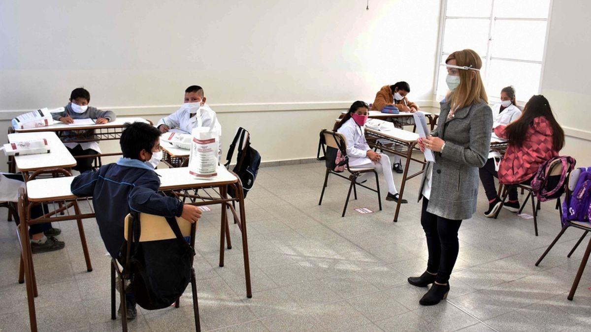 Las clases presenciales en Santa Fe serán con jornada completa desde agosto.