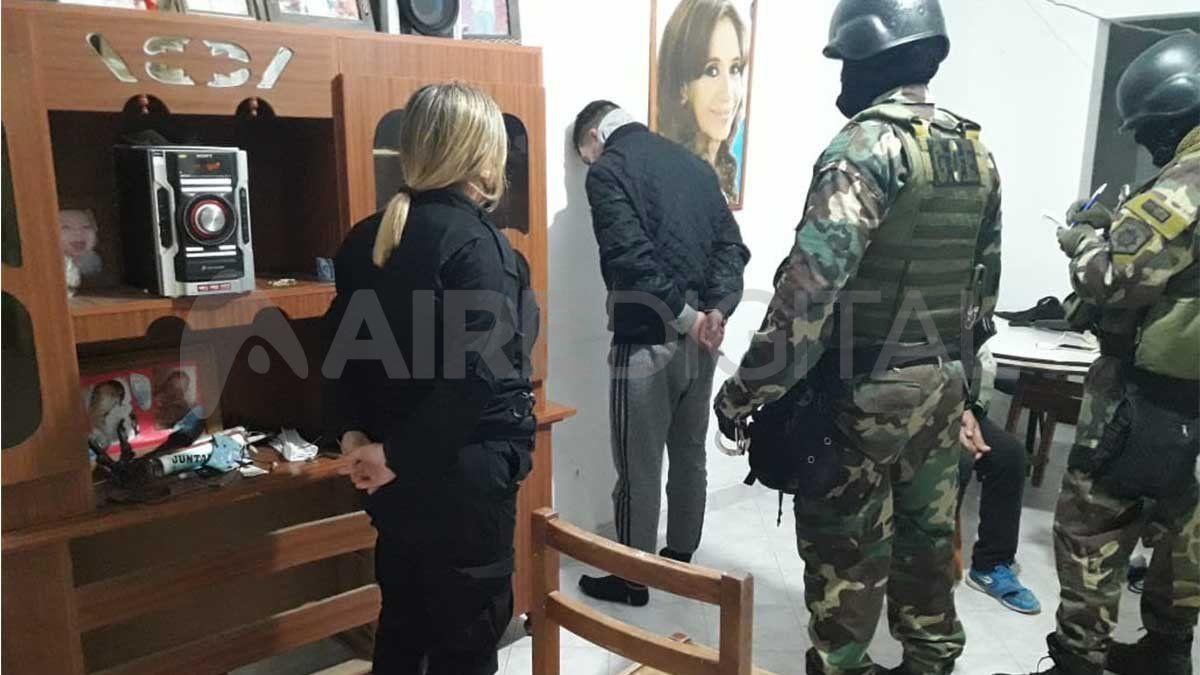P.E.D. de 29 años fue detenido en su casa por los efectivos de la Seccional Cuarta con el apoyo del Grupo de Operaciones Especiales