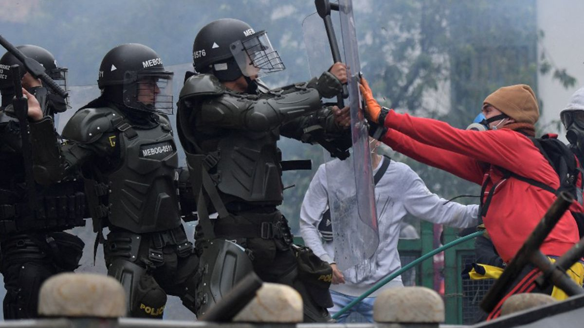 Al menos 19 muertos y 846 heridos en seis días de masivas protestas en Colombia.