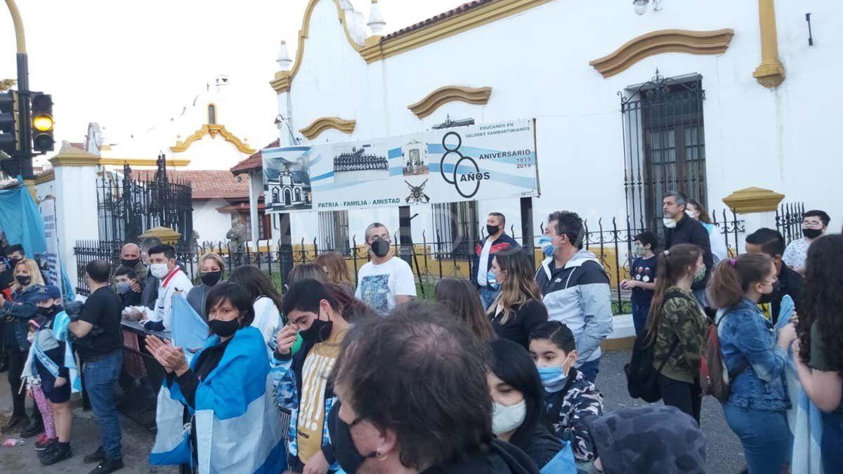 Mnaifestación en el Liceo Militar de General Roca.