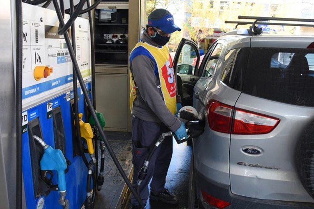 La recomposición de los precios de naftas y gasoil acumula un incremento de 11
