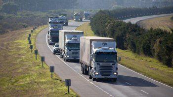 Transportistas independientes se movilizan en todo el país: El sector está en emergencia económica