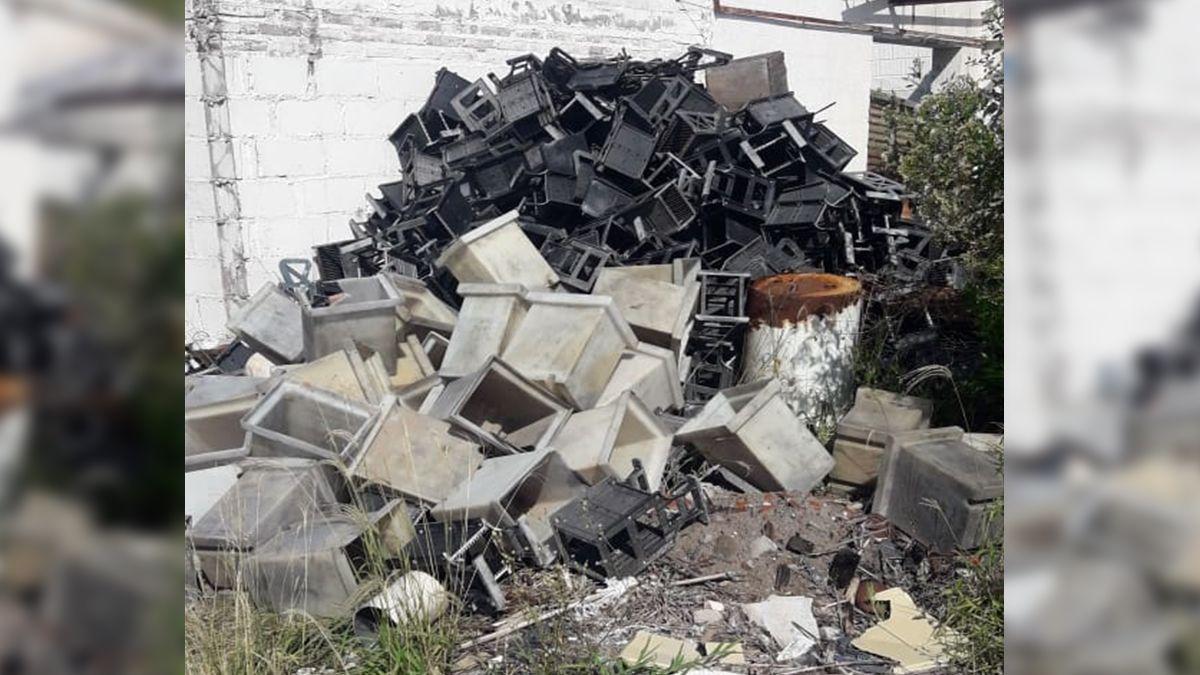 Residuos. En una inspección al predio se encontraros restos industriales que dejó la firma.