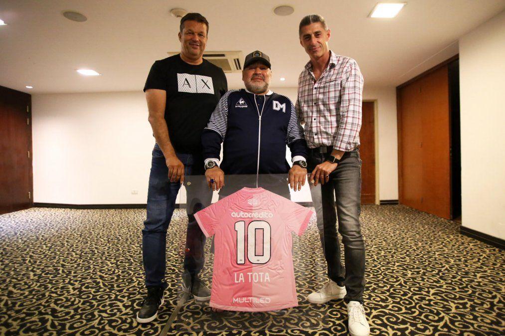 Doña Tota y el homenaje de Newell's que emocionó a Maradona