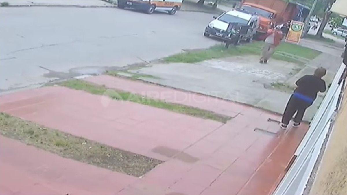 El accionar de Olivares quedó registrado por las cámaras de vigilancia de un domicilio particular