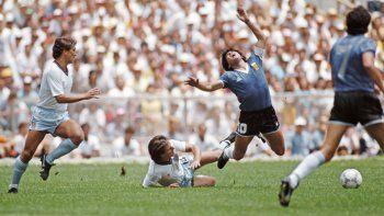 Destruyó mi carrera en cuatro segundos, recordó el inglés que no pudo parar a Maradona