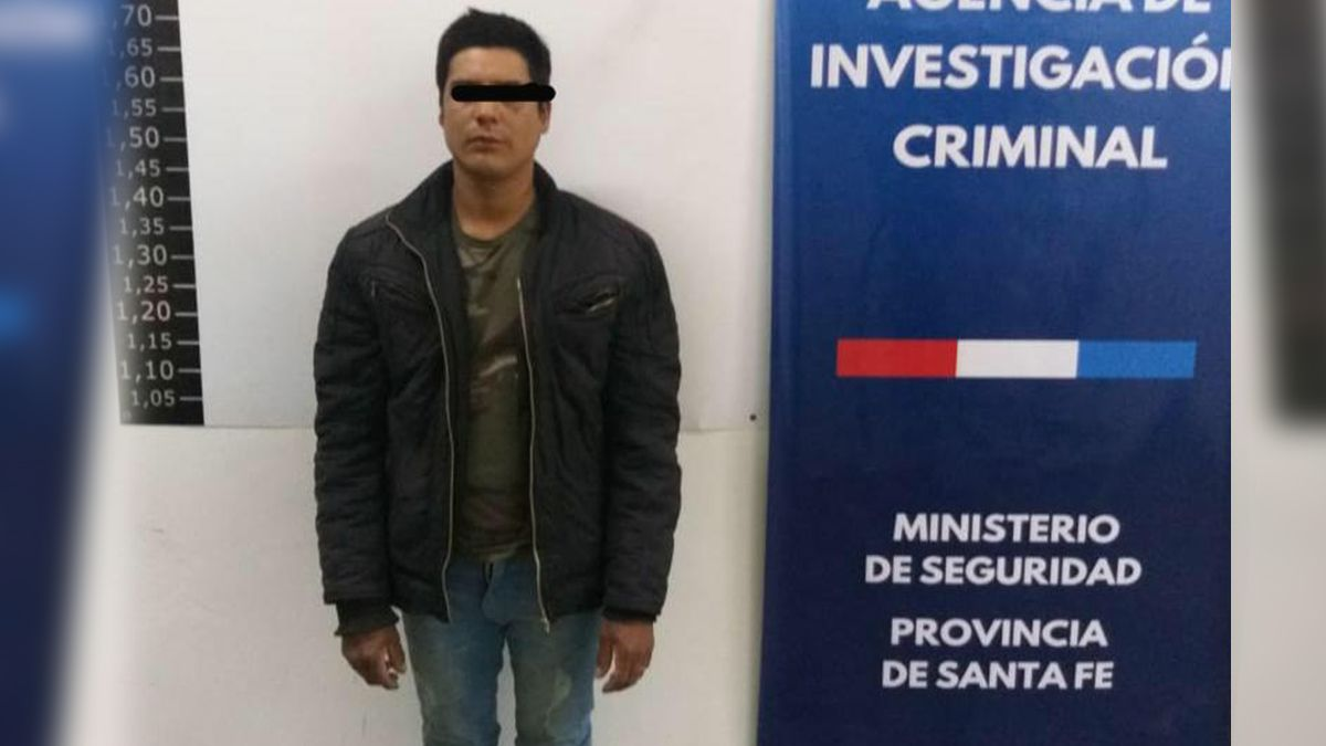 Tiene 32 años y nació en la ciudad de Santa Fe. El mismo se negó a declarar y apenas entregó sus datos de identificación a la Justicia.