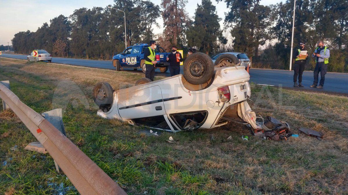 Así quedó el auto cuyo conductor resultó con fracturas.