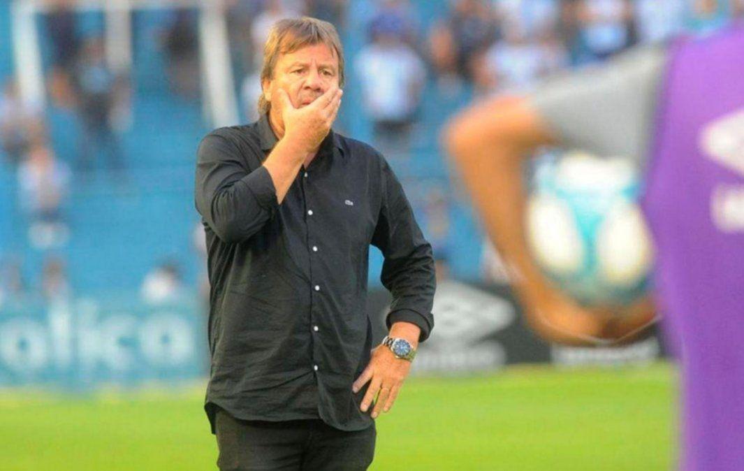 Ricardo Zielinski se despide de Atlético Tucumán en el partido ante Gimnasia y Esgrima de La Plata por la Copa Diego Maradona.