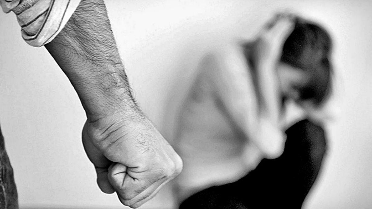 La Justicia investiga un caso de violencia de género que terminó con los vecinos golpeando al presunto agresor.