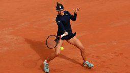 La argentina Nadia Podoroska resaltó este domingo la mentalidad demostrada para vencer a la checa Barbora Krejcikova (2-6, 6-2 y 6-3) por la cuarta ronda de Roland Garros, al rescatar que nunca se puso negativa pese a los nervios de jugar en esa instancia del máximo torneo de polvo de ladrillo.