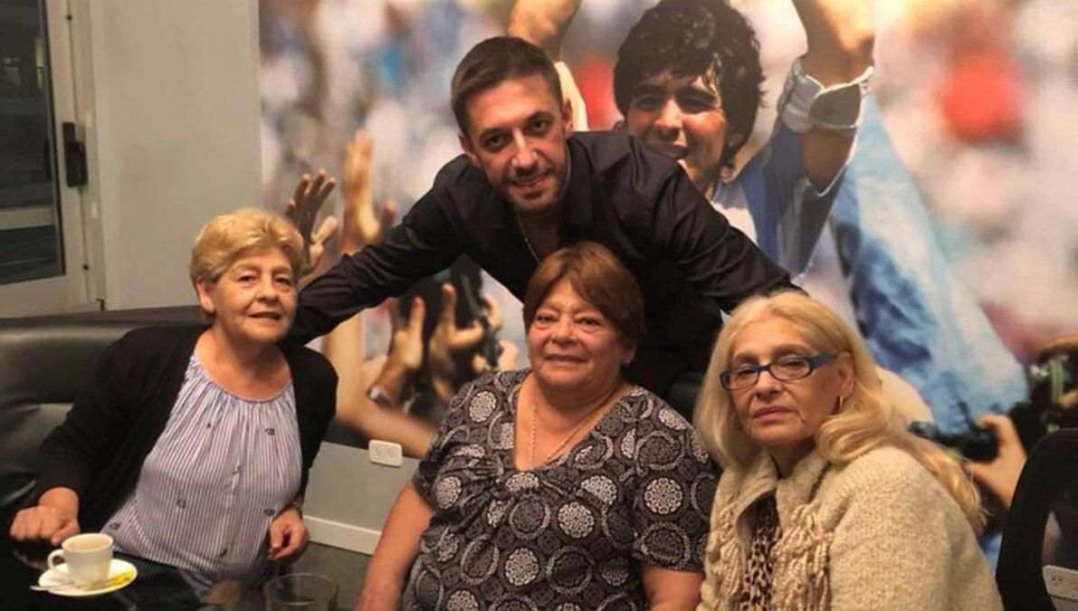 Las hermanas de Diego apuntaron contra la prensa y piden justicia.