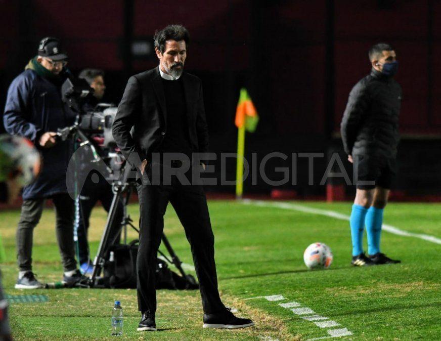 Eduardo Domínguez patea el tablero: piensa en tres cambios en Colón para visitar a Arsenal