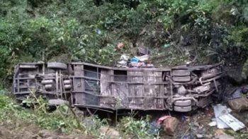 Bolivia: Al menos 20 muertos y 20 heridos tras caer un colectivo de un precipicio