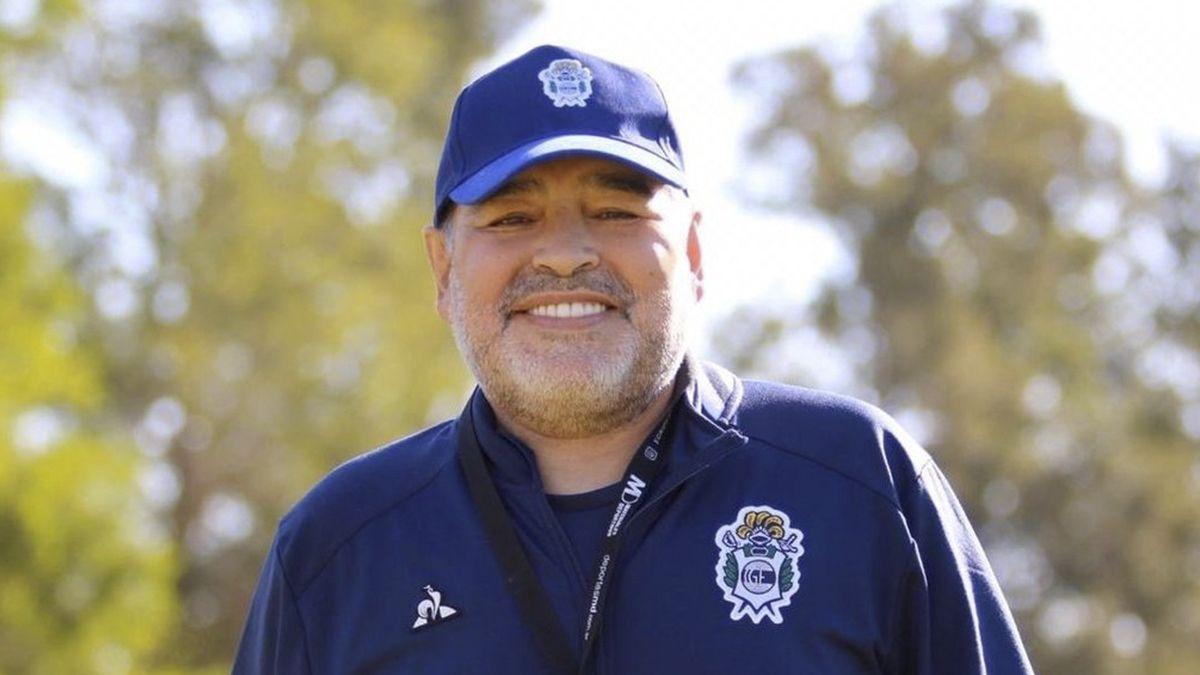 Se descompensó Maradona y es asistido de urgencia