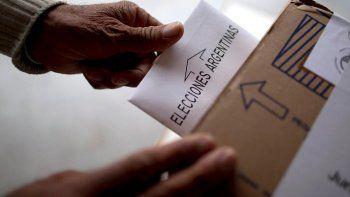 Rosario votó en estas elecciones Paso 2021. Atravesadas por el contexto de la pandemia del covid-19, a las 18 finalizaron las elecciones Paso en todo el país, y ahora llega el momento del recuento de votos.