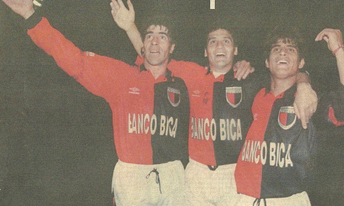 Los jugadores sabalerosfestejan la victoria en Tucumán