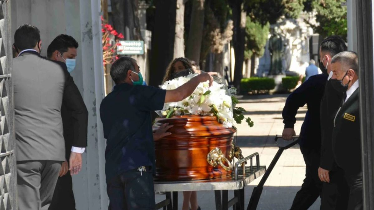 El empresario Jorge Neuss mató a su mujer y luego se suicidó el sábado en su casa de Pilar. Los restos de ambos estarán en la misma bóveda en el cementerio de Recoleta.