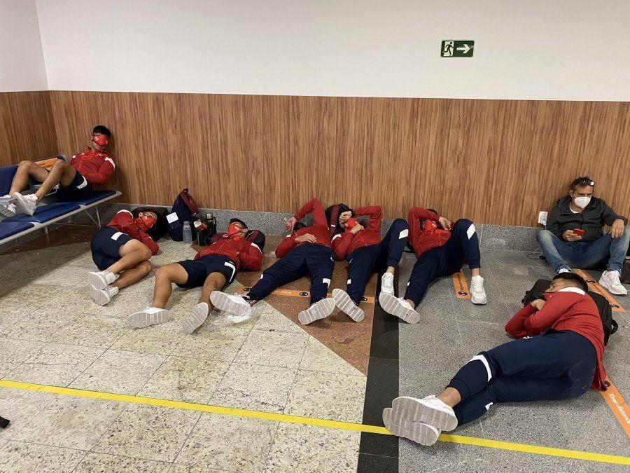El plantel de Independiente quedó varado en el aeropuerto de Salvador de Bahía y jugarán por la Copa Sudamericana este martes a las 19.15.
