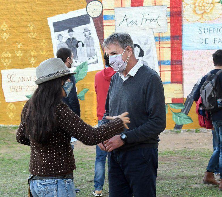 Jatón participó de la inauguración de un mural en memoria de Ana Frank