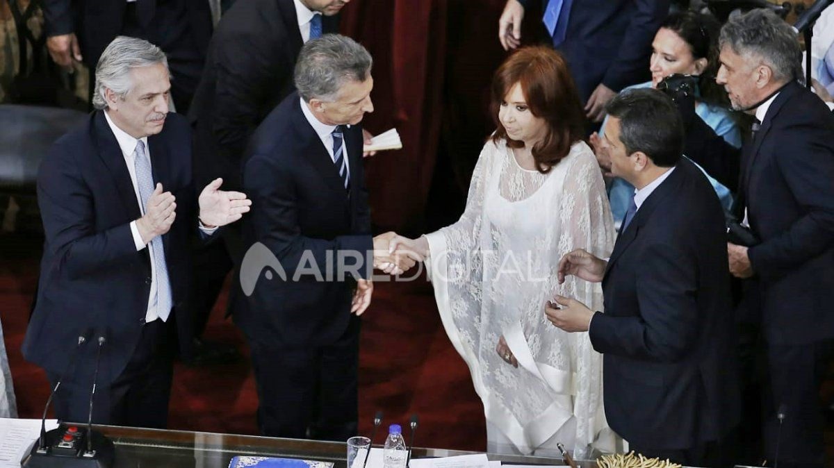 Macri le entregó los atributos a Fernández y tuvo un seco cruce con Cristina